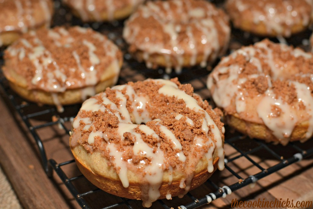 cinnamon coffee cake crumble on top of a flavorful baked donut