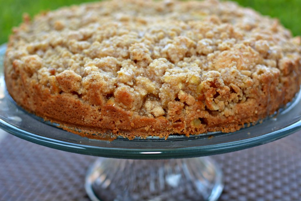 all the fall flavors come together in this apple cinnamon cake